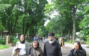16. Fericiti, plecand de la Sf Xenia  Cimitirul Smolensk